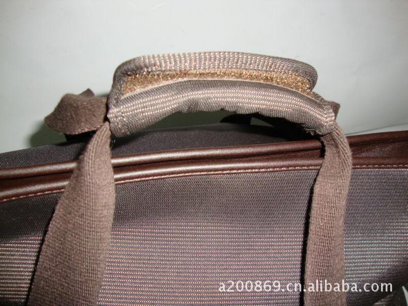 ...要求生产订做各种款式电脑包、双肩背包、休闲包、旅行包、