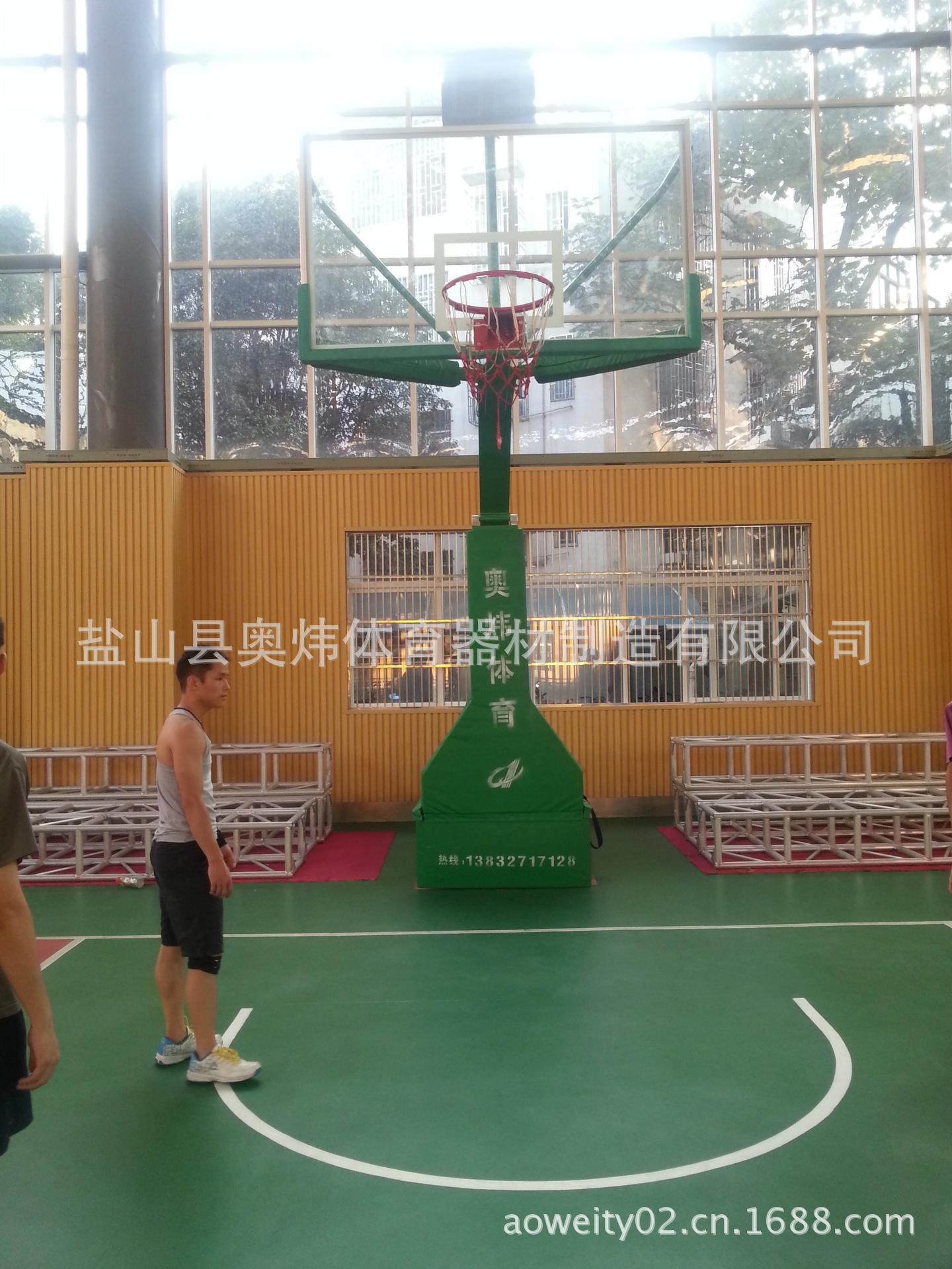 奥炜厂家直销场馆设施手动液压升降篮球架