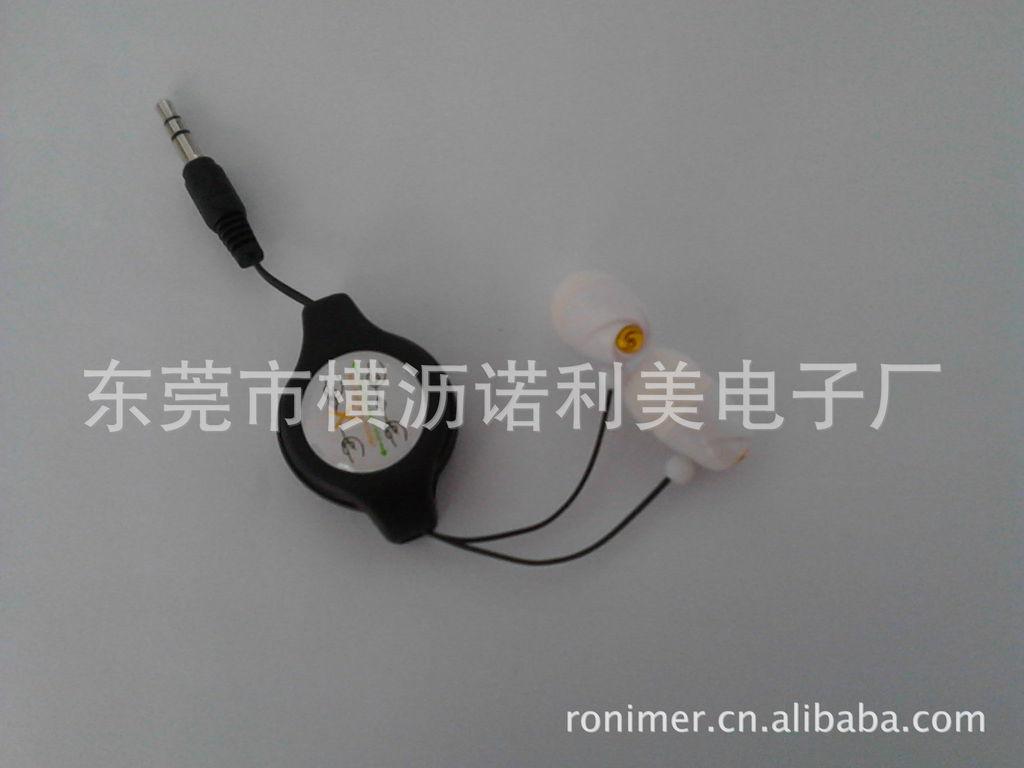 1,伸缩耳机,外观时尚靓丽,充满青春气息,音质清晰。结而不散。2,用的时候可以拉长,不用的时候,可以缩回到拉线盒,避免线缠绕一起,方便携带。3,线上配夹子,可以夹在衣服上,线固定,不会摇晃,可以专心享受音乐的魅力。适合:MP3,MP4,MP5,便携CD机,便携VCD/DVD,随身听,收音.