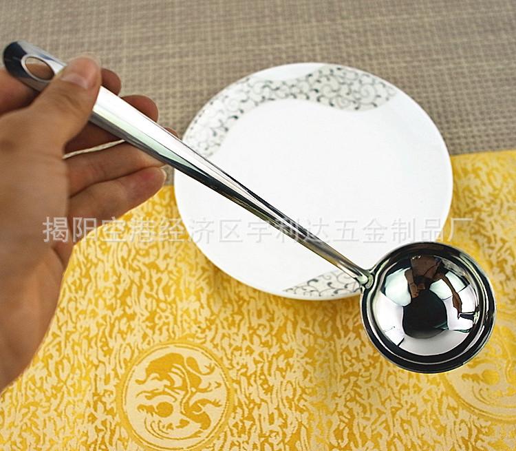 缘打磨光滑,不割手   3.碗勺加深,容量更大,一次盛起更多食物,方