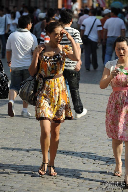 炎炎夏日 抓拍哈尔滨街头的高挑美女 服饰资